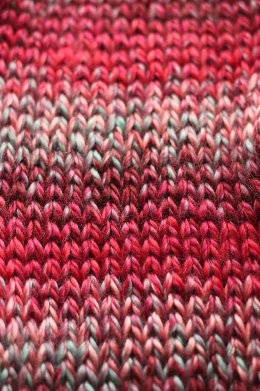 http://www.acreativebeing.com/2013/10/25/free-pattern-posh-ruffle-scarf/
