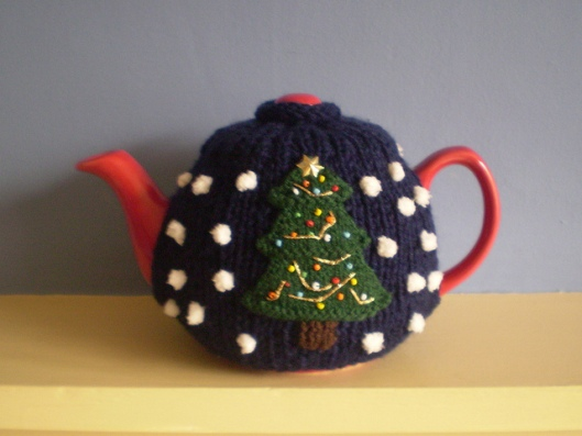 Double Sided Christmas Tree and Snowman Tea Cosy1